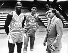 Dean Smith con Michael Jordan. Universidad North Carolina NCAA