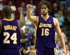 Pua Gasol y Kobe Bryant. Los Angeles Lakers NBA
